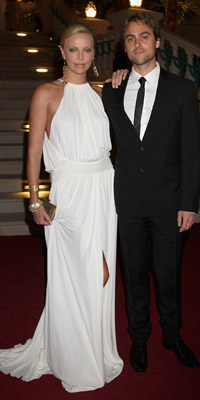 Actress Charlize Theron and Stuart Townsend  Photograph by: Getty Images/Atlantis, The Palm