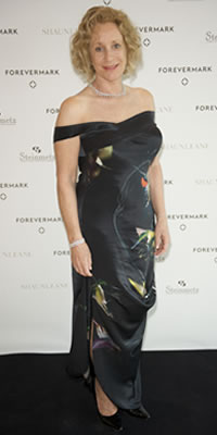 Philippa Gregory wearing Forevermark Diamonds Jorge Herrera